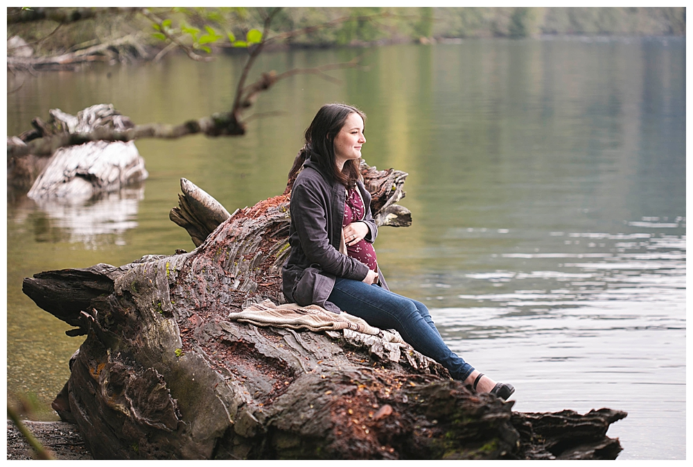 A fun North Lake Whatcom maternity photos in Bellingham, WA. Get out in the fresh air as much as you can as you prepare for your birth.
