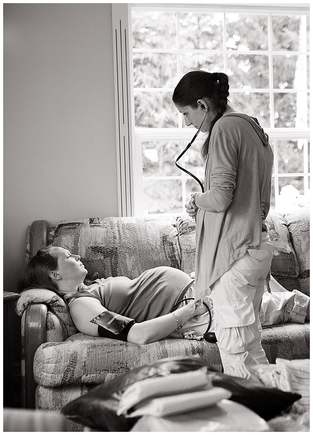 Midwife Naomi Bjorgan examines mom during early labor.