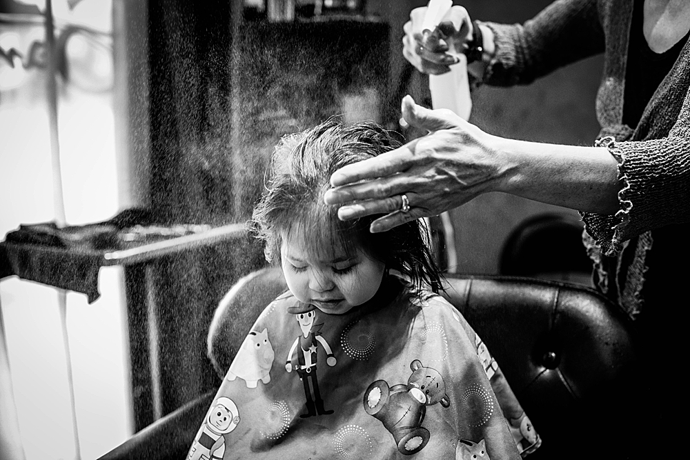 Toddler getting haircut at Sandalwood Salon and Spa. Little Earthling Photography.