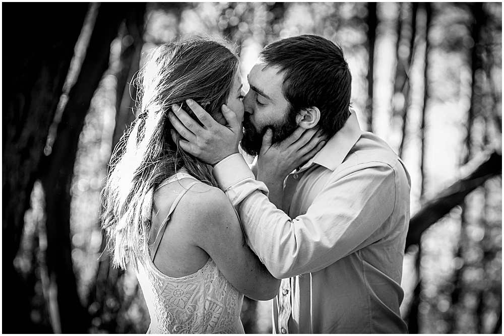 Couple passionately kissing at Woodstock Farm.